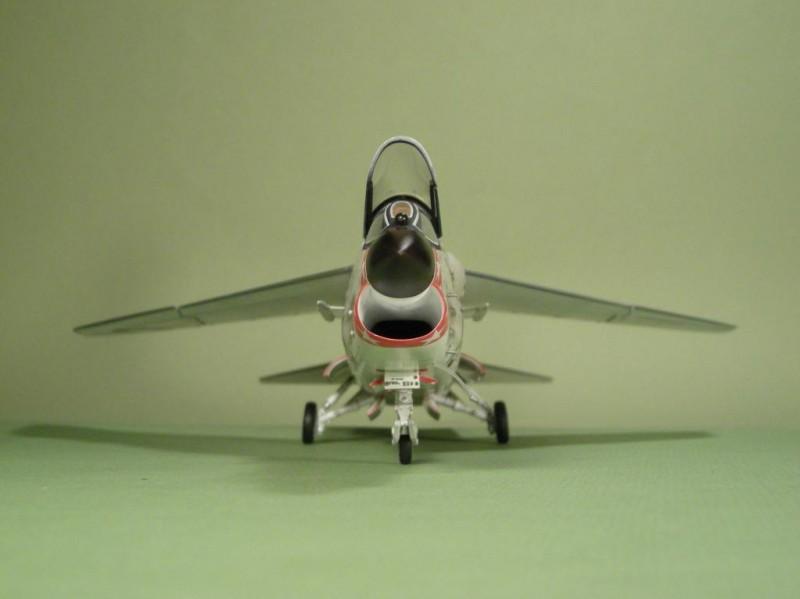 DH F8E- Front 002