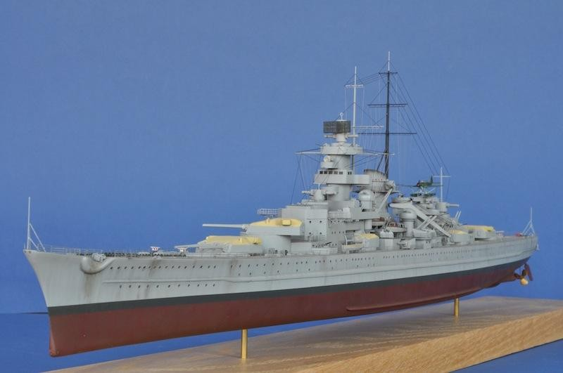 Heller 1:400 le formidable Submarine Model Kit