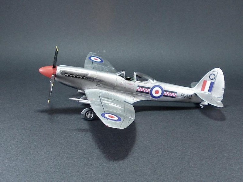 Spitfire_F_Mk.22-01